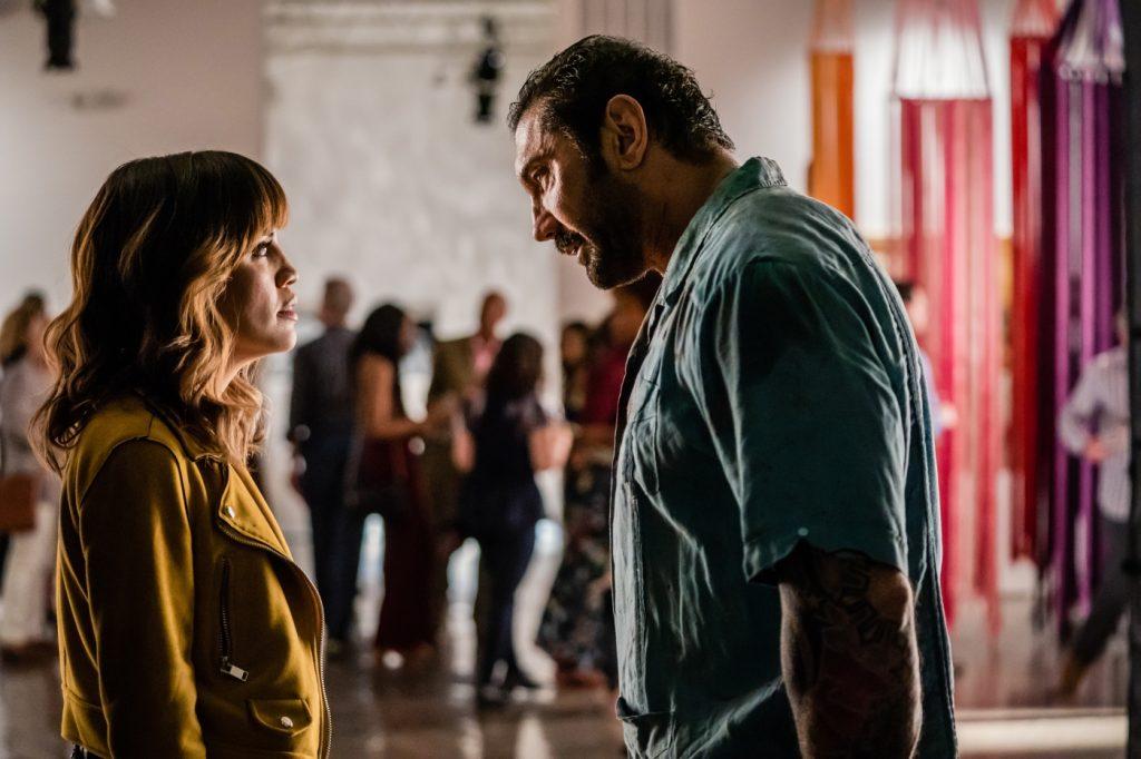 Vic Manning (Dave Bautista) spricht mit seiner Tochter Nicole (Natalie Morales), Stuber - 5 Sterne Undercover
