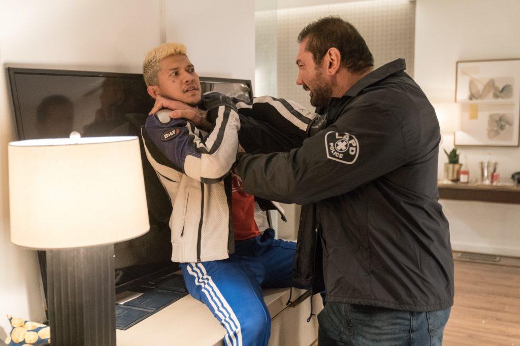 Vic Manning (Dave Bautista) kämpft gegen Oka Tedjo (Iko Uwais), Stuber - 5 Sterne Undercover