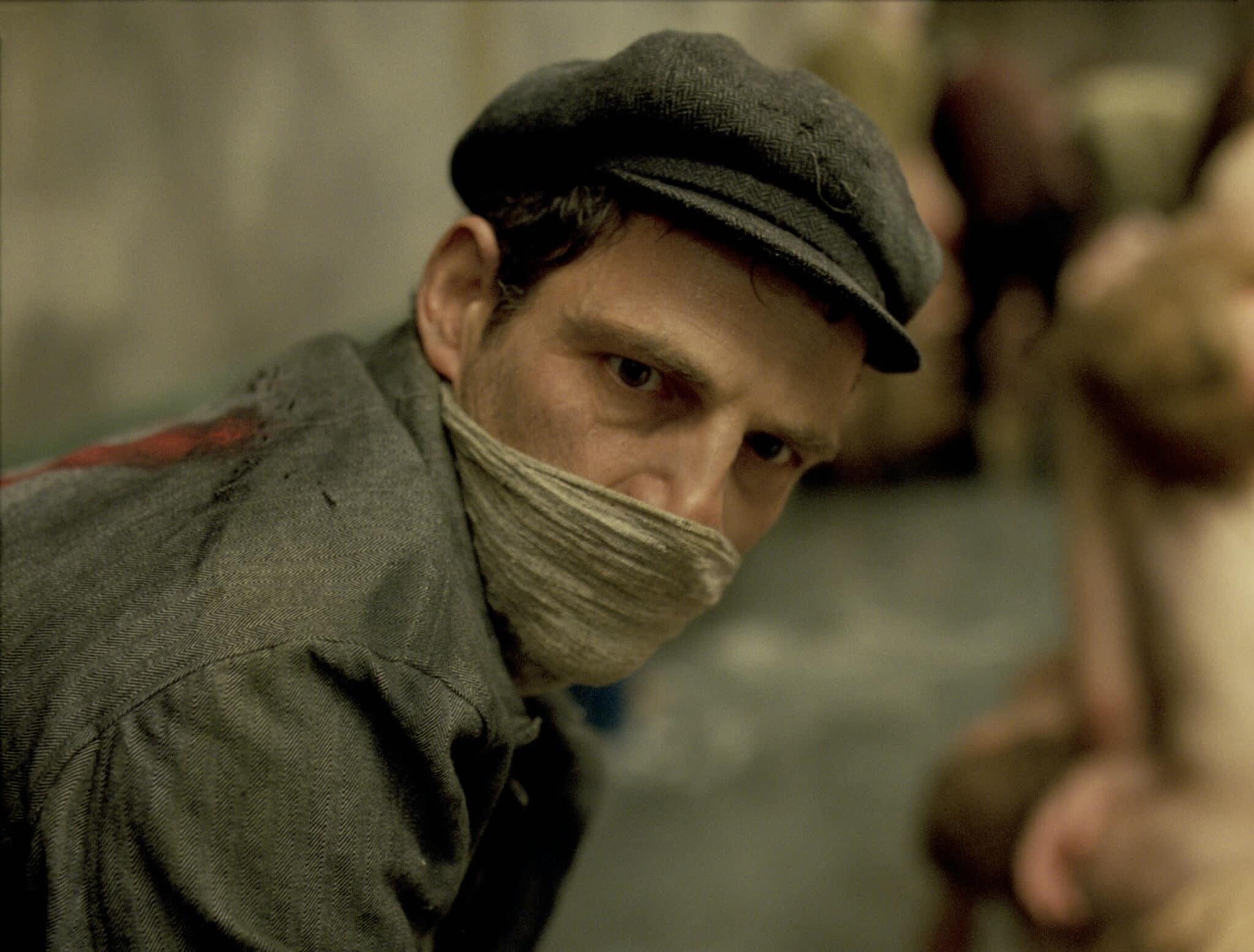 Saul geht einer teuflischen Arbeit nach in Son of Saul © Sony Pictures Entertainment