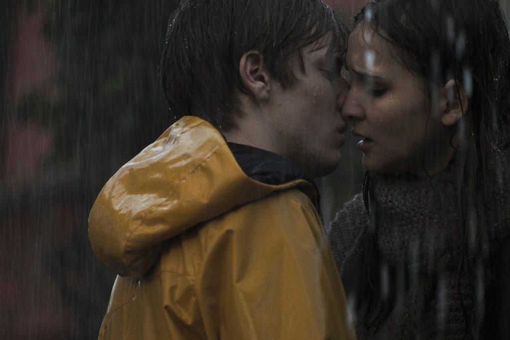 Jonas (Louis Hofmann) und Martha (Lisa Vicari) kommen sich näher © Netflix