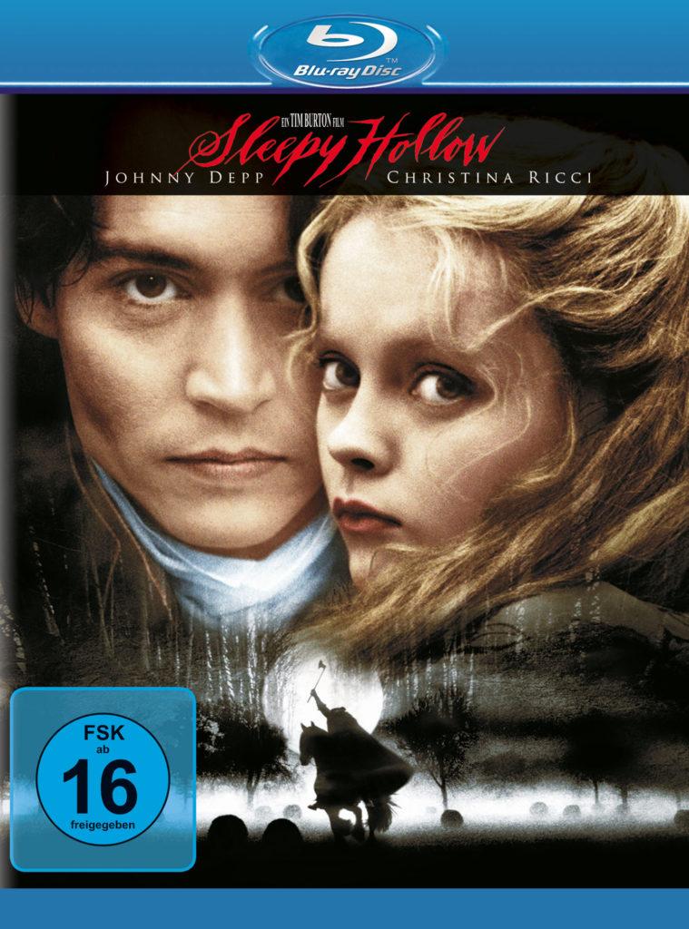 Das deutsche Blu-ray Cover zeigt die beiden Gesichter von Johnny Depp und Christina Ricci. Im unteren Bereich erkennt man einen kopflosen Reiter, der auf seinem Pferd zwischen Grabsteinen ist. Die Grabsteine sind von Nebel umhüllt.