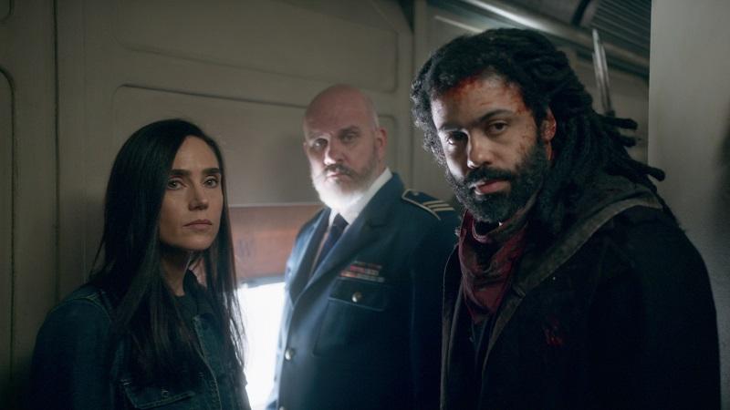 Jennifer Connelly und David Deegs schauen besorgt drein, im Hintergrund ein Offizier - Neu auf Netflix im Mai 2020