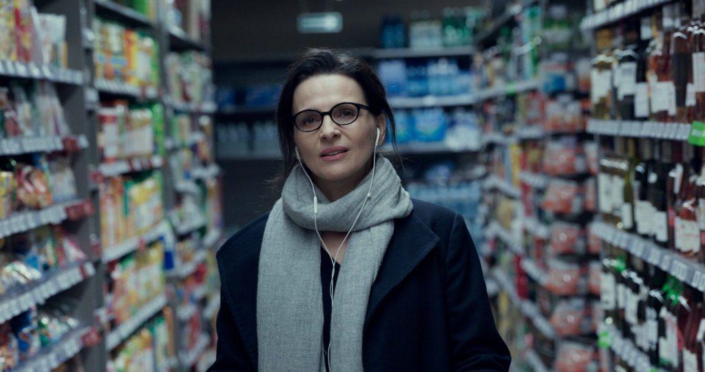 Auch beim Einkaufen führt die Literaturdozentin Telefonate mit Alex in So wie du mich willst