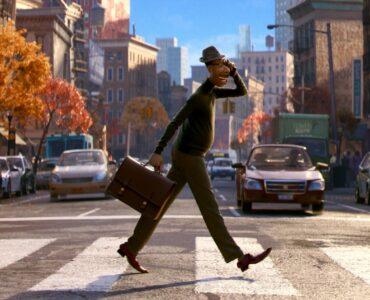 Joe Jamie Foxx) überquert eine Straße. Hier ist noch alles in Ordnung in seinem Leben in Soul.
