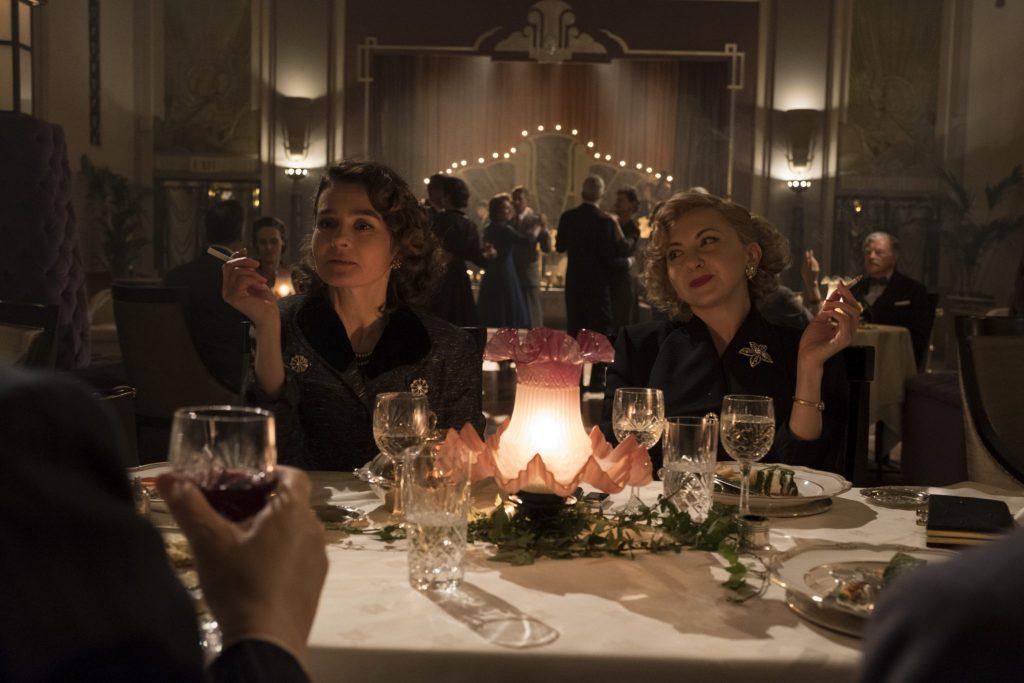 Lucille Hardy und Ida Kitaeva Laurel in einem Hotel