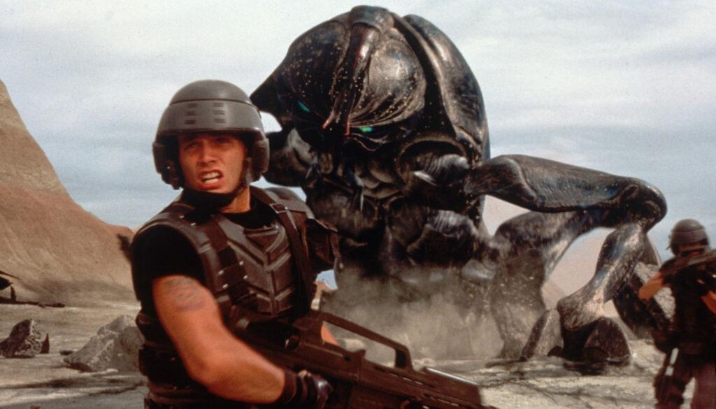 Soldaten kämpfen gegen riesigen Außerirdische