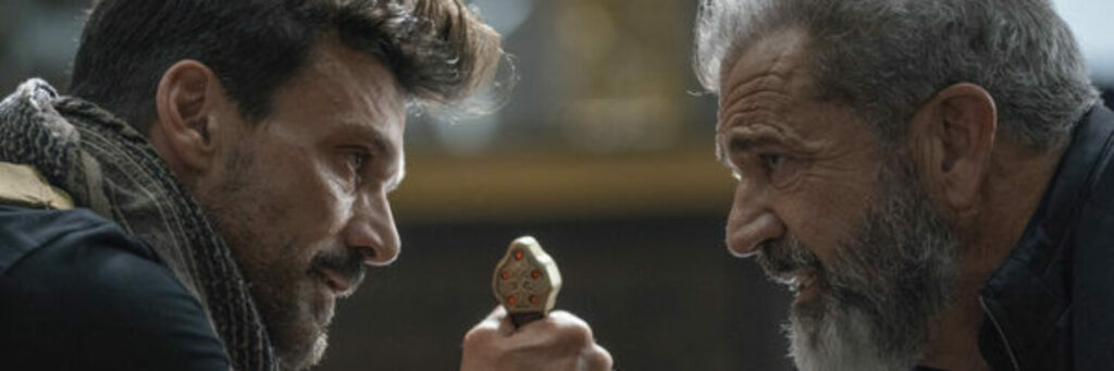 Frank Grillo und Mel Gibson stehen sich gegenüber und schauen sich in die Augen. Grillo hält dabei in beiden Händen einen Griff, der zu einem Schwert zu gehören scheint. - Streamcatcher Podcast Juni 2021