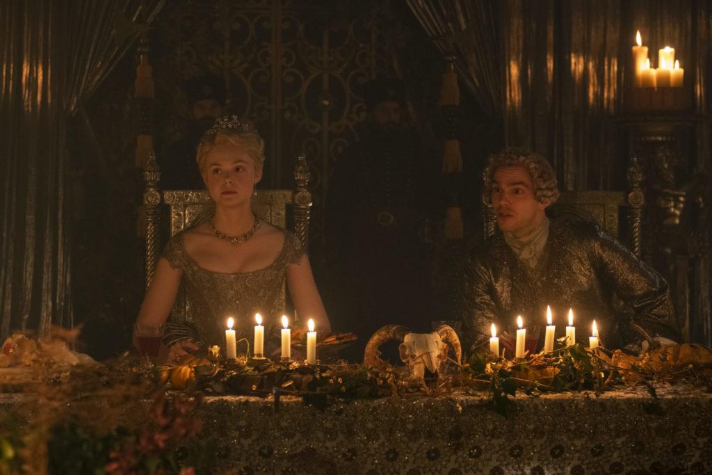 Katharina II. und Peter III. sitzen an einem Tisch während des Hochzeitfests, The Great