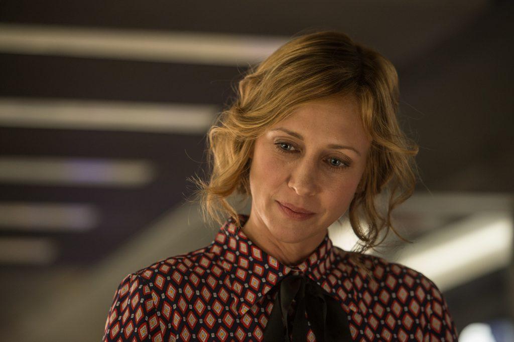 """Joanna (Vera Farmiga) stellt Michael MacCauley (Liam Neeson) vor eine schwere Aufgabe; in """"The Commuter"""" ©StudioCanal"""