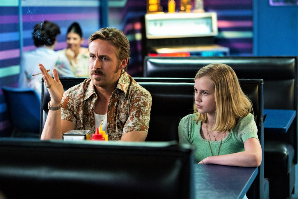 Holland March (Ryan Gosling) und seine Tochter Holly March (Angourie Rice) in The Nice Guys. © Concorde Home Entertainment