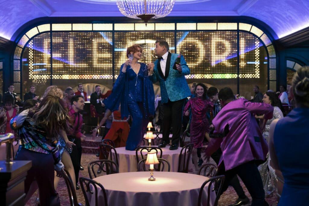 Zu heller Leuchtreklame wird bei The Prom auf den Tischen getanzt - Neu auf Netflix im Dezember 2020