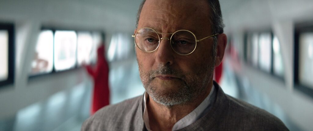 Jean Reno spielt Henry W.R., einen Wissenschaftler und Vater von Paul.