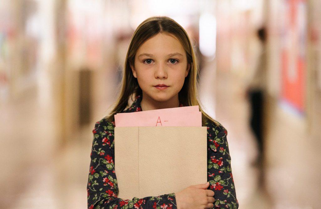 Isabelle Nélisse als Jennifer im Alter von 13 Jahren in The Tale - Die Erinnerung. © Capelight Pictures