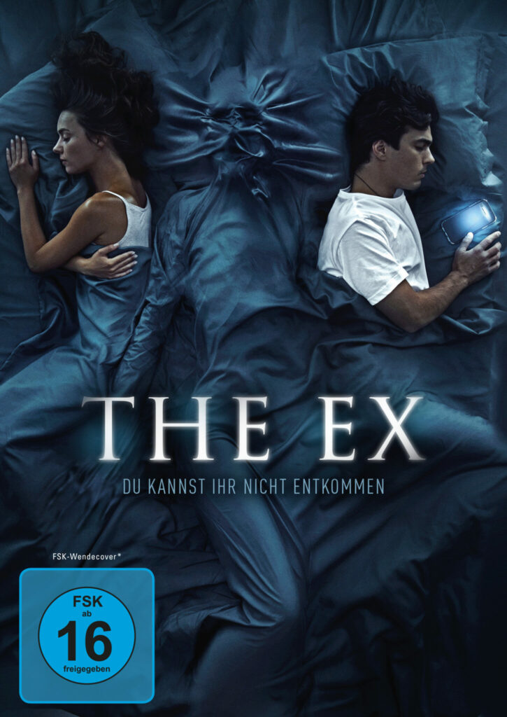 Filmcover zu The Ex - ein Paar liegt dem Rücken zugewandt im Bett. In der Mitte erscheint die Silhouette einer weiteren Person unter dem blauen Bettlaken.