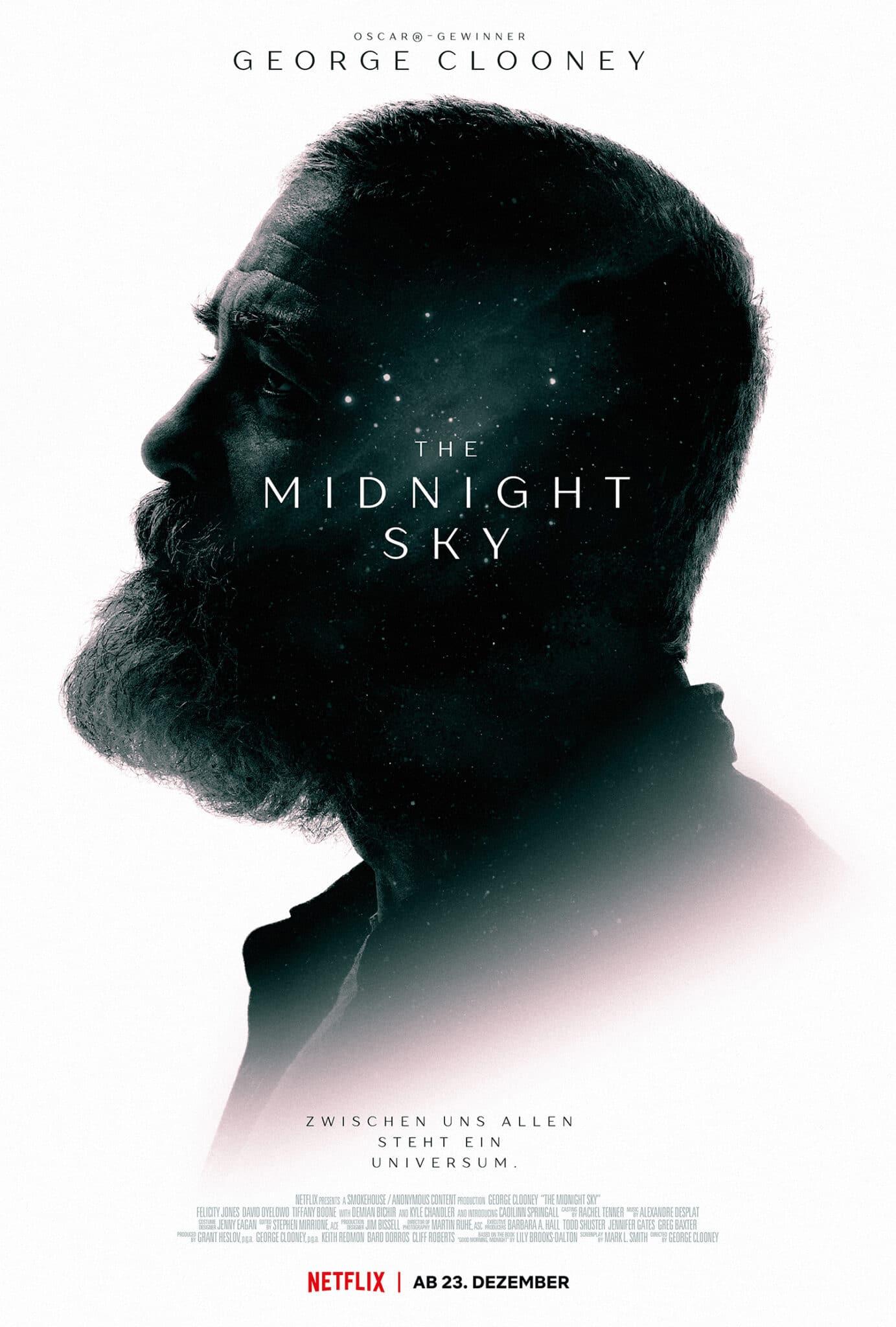 """Das Titelplakat zeigt die Silhouette von George Clooney auf weißem Grund mit dem Titel in der Mitte und angedeutetem Sternenhimmel. Unten kann man """"zwischen uns allen steht ein Universum"""" lesen."""