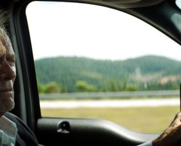 Clint Eastwood als Earl Stone sitzt am Steuer seines Trucks, mit dem er Drogen für das Sinaloa-Kartell ausliefert.