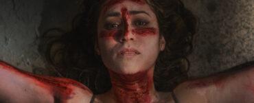 Cristina liegt am Boden und ist mit Blut verziert | The Old Ways