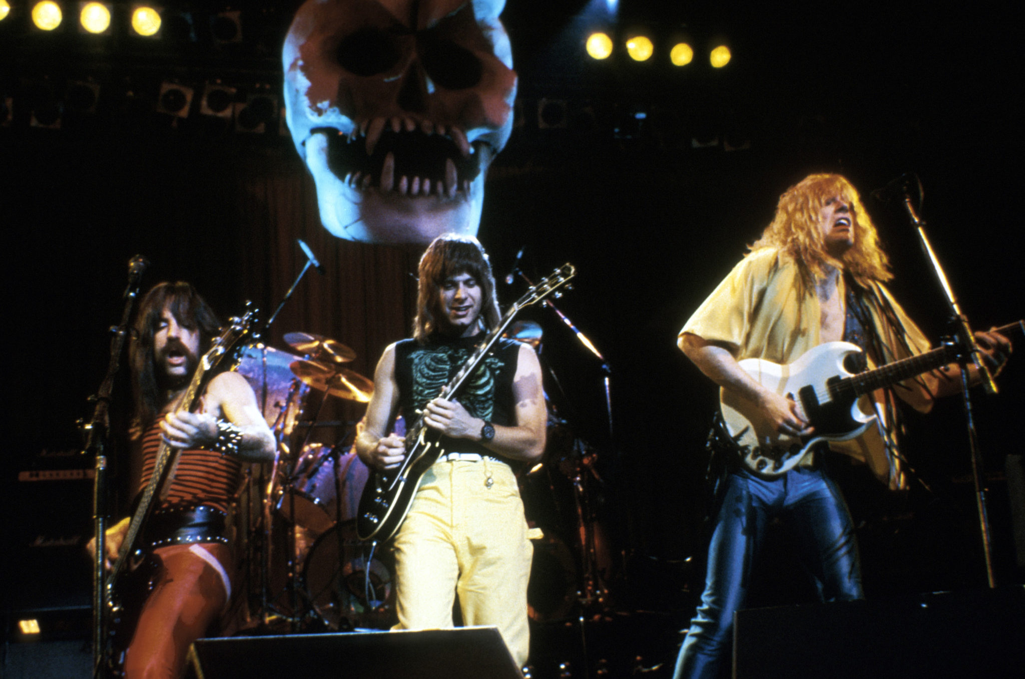 Filme der 80er: Harry Shearer als Derek Smalls, Christopher Guest als Nigel Tufnel und Michael McKean als David St. Hubbins treten in This Is Spinal Tap als Rockband auf.