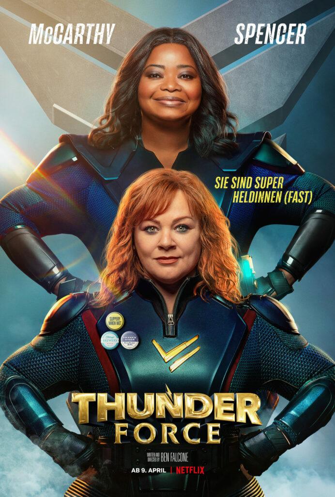 """Das deutsche Filmplakat von """"Thunder Force"""" zeigt die beiden Hauptdarstellerinnen Octavia Spencer und Melissa McCarthy in ihren Heldinnenkostüm und in typischer Pose mit den Armen in die Hüften gestemmt."""