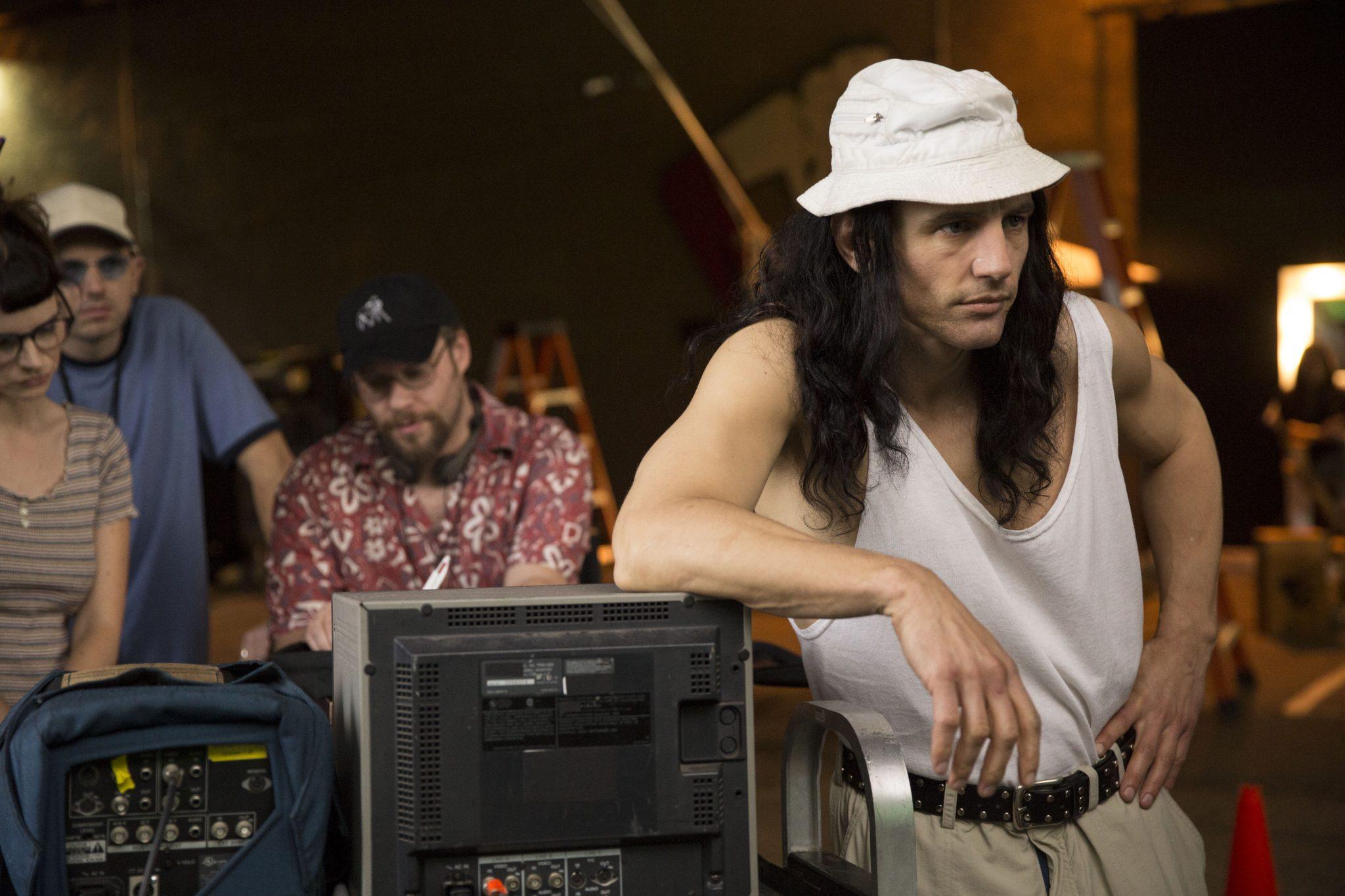 Tommy Wiseau James Franco und im Hintergrund Sandy Schklair Seth Rogen in The Disaster Artist von 2018