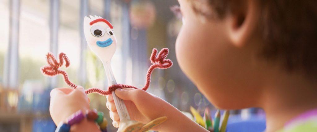 Forky und Bonnie in Kinoplakat zu A Toy Story: Alles hört auf kein Kommando © The Walt Disney Company Germany © The Walt Disney Company Germany