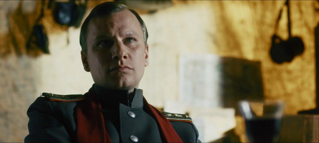 Offizier Reiner (Robert Stadlober) ist der herrlich größenwahnsinnige Antagonist. | THE TRENCH - DAS GRAUEN IN BUNKER 11 © Tiberius Film