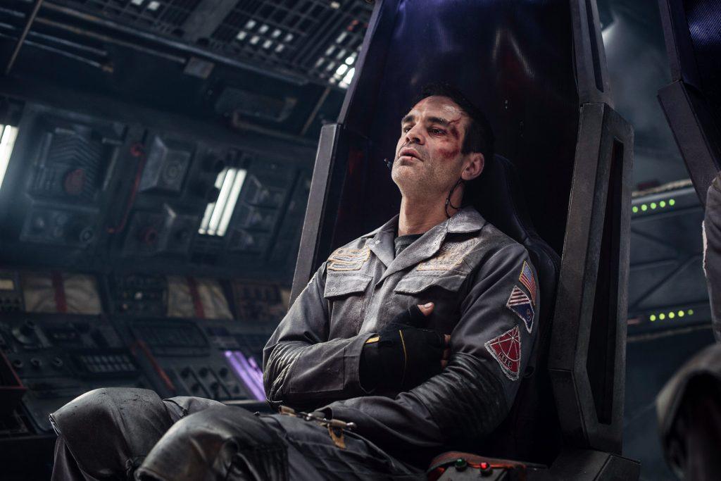 "Troy Holloway erwacht in der Raumkapsel ""Solis"" © Capelight Pictures"