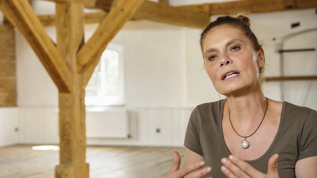 Fernsehköchin Sarah Wiener gibt in Unser Boden, unser Erbe ein Interview.