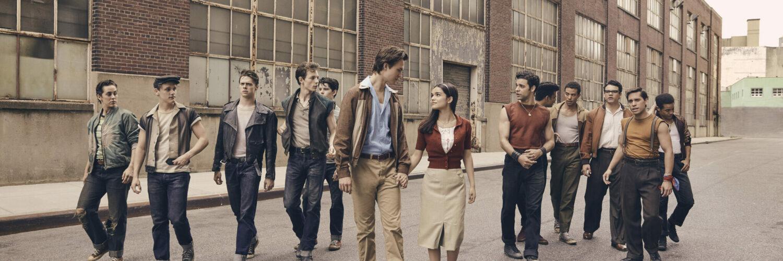 Der Cast von West Side Story auf einem Bild versammelt.