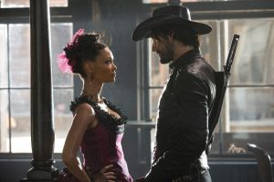 Thandie Newon und Ben Barnes in Westworld