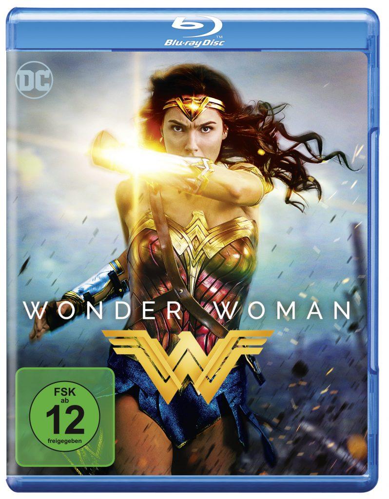 Auf dem Blu-ray Cover rennt Wonder Woman, das Armreif schützend vor sich haltend übers Schlachtfeld