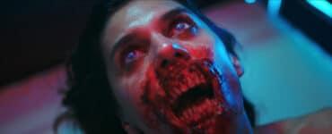 Ein Zombie mit aufgerissenen Mond und mordlüstigen Hunger. Yummy geizt nicht mit expliziten Effekten.