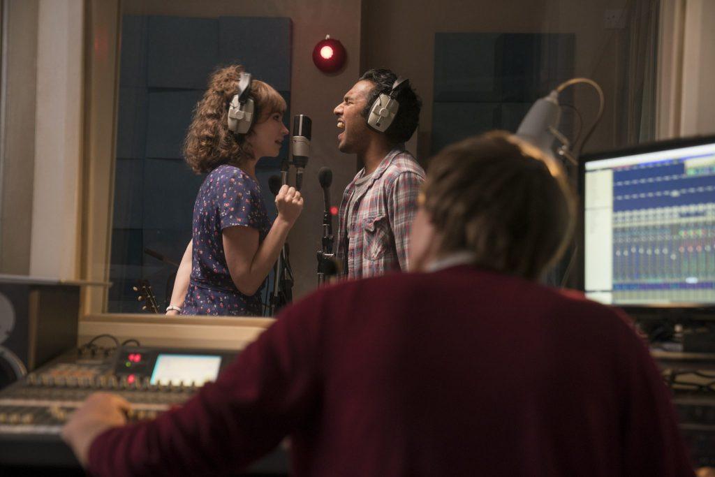 Die zwei Hauptdarsteller aus Yesterday singen im Tonstudio einen Song ein