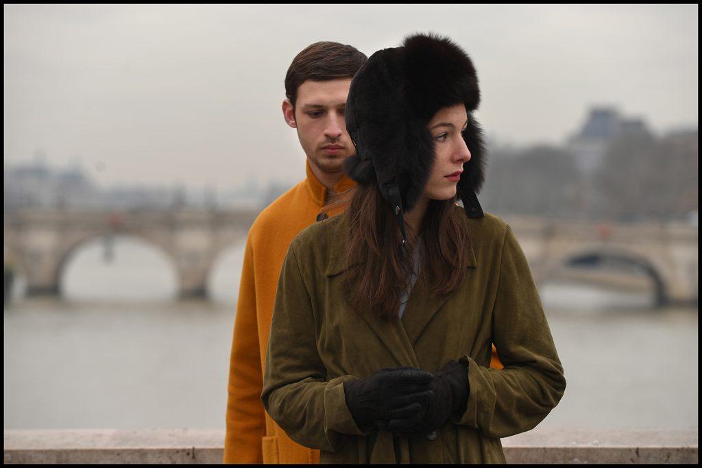Yoav ist sich nicht sicher, was unter Carolines ruhiger Fassade schlummer in Synonymes © 2019 Grandfilm