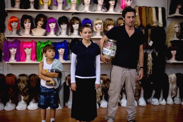 Zach Braff als Vater mit den Kindern im Schlepptau