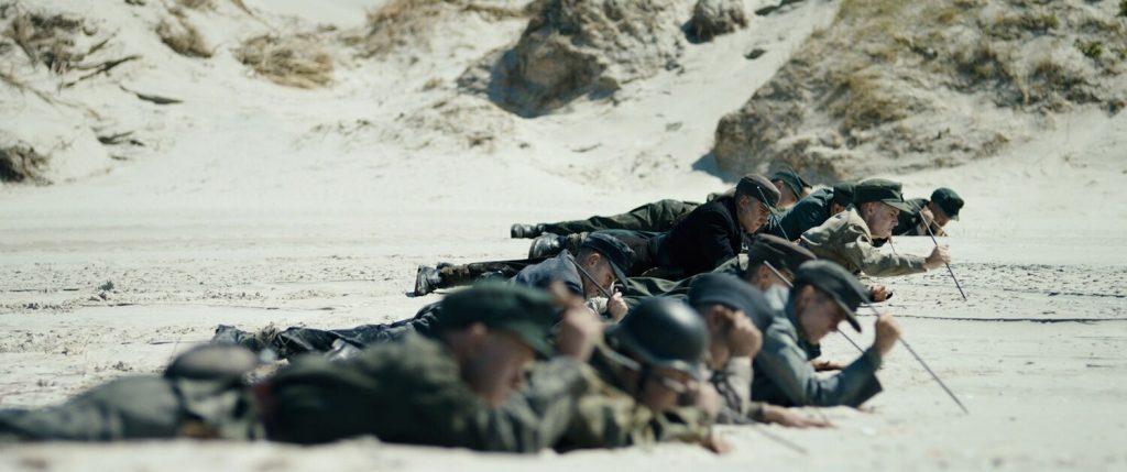 Zentimeter für Zentimeter in Unter dem Sand - Das Versprechen der Freiheit © Koch Films