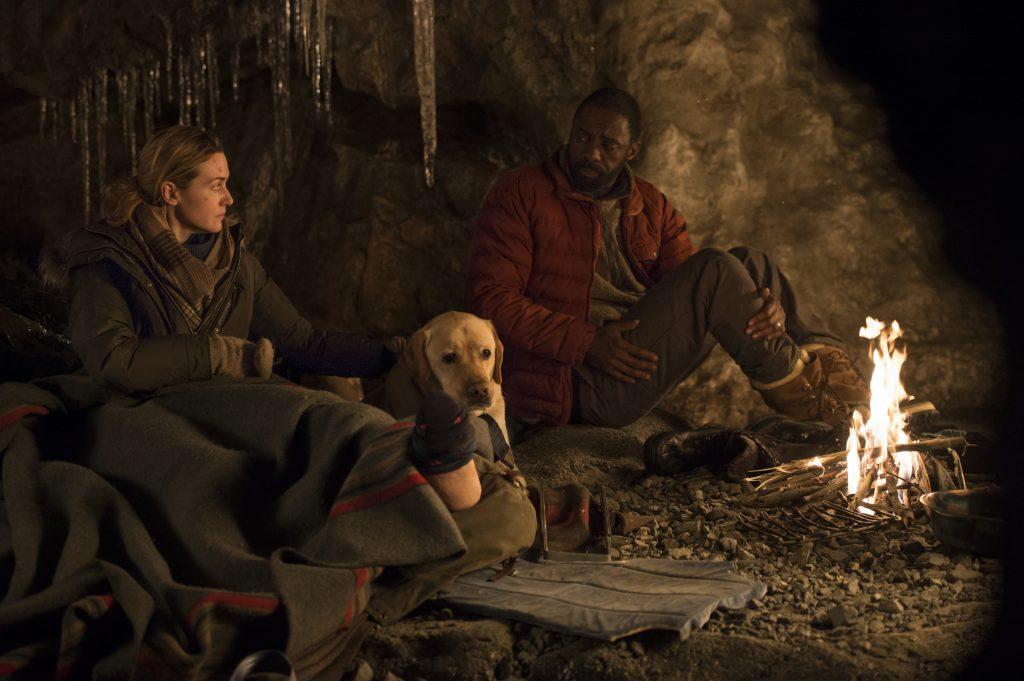 """Kate Winslet und Idris Elba als """"Alex Martin"""" und """"Dr. Ben Bass"""" in """"Zwischen zwei Leben"""" © 20th Century Fox"""