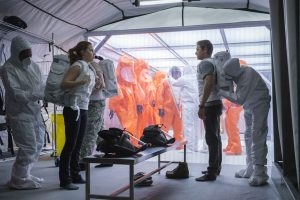 Amy Adams und Jeremy Renner in Arrival