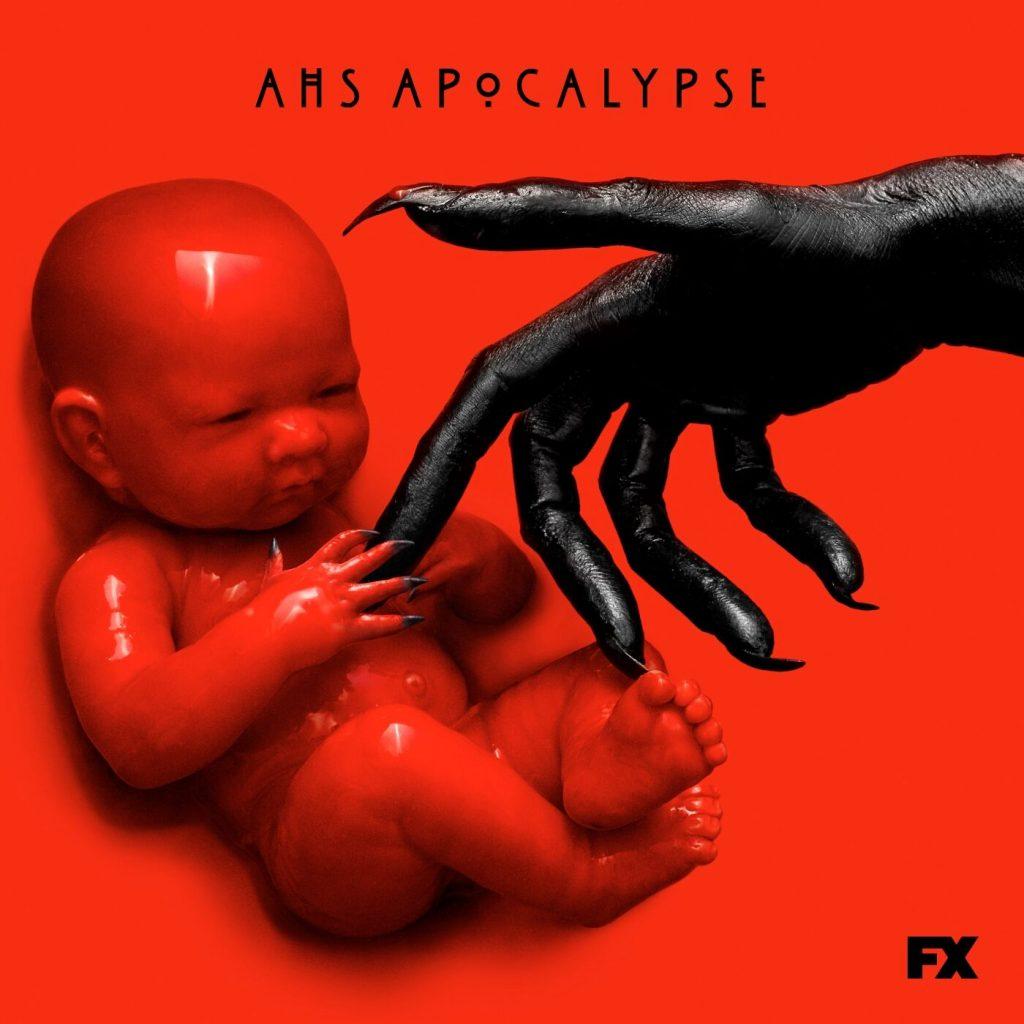 Scwarze dämonische Hand greift nach blutrotem Baby