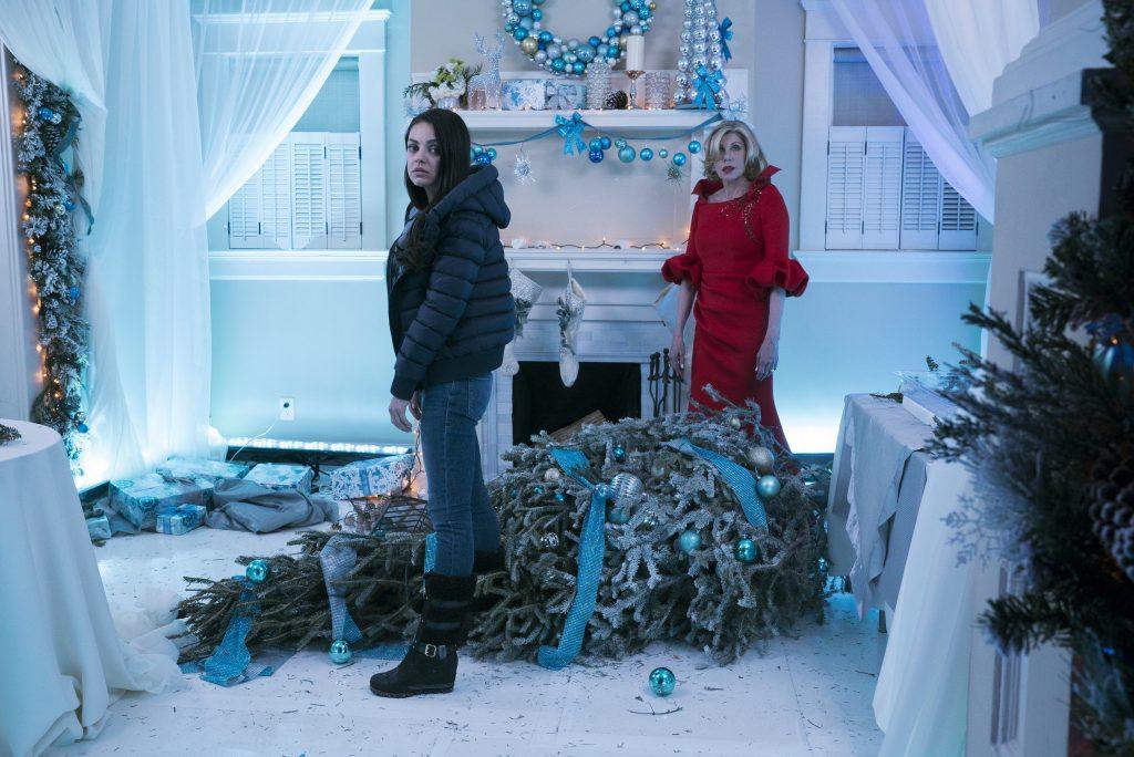 "Mila Kunis and Christine Baranski in ""Bad Moms 2"" © TOBIS Film GmbH"