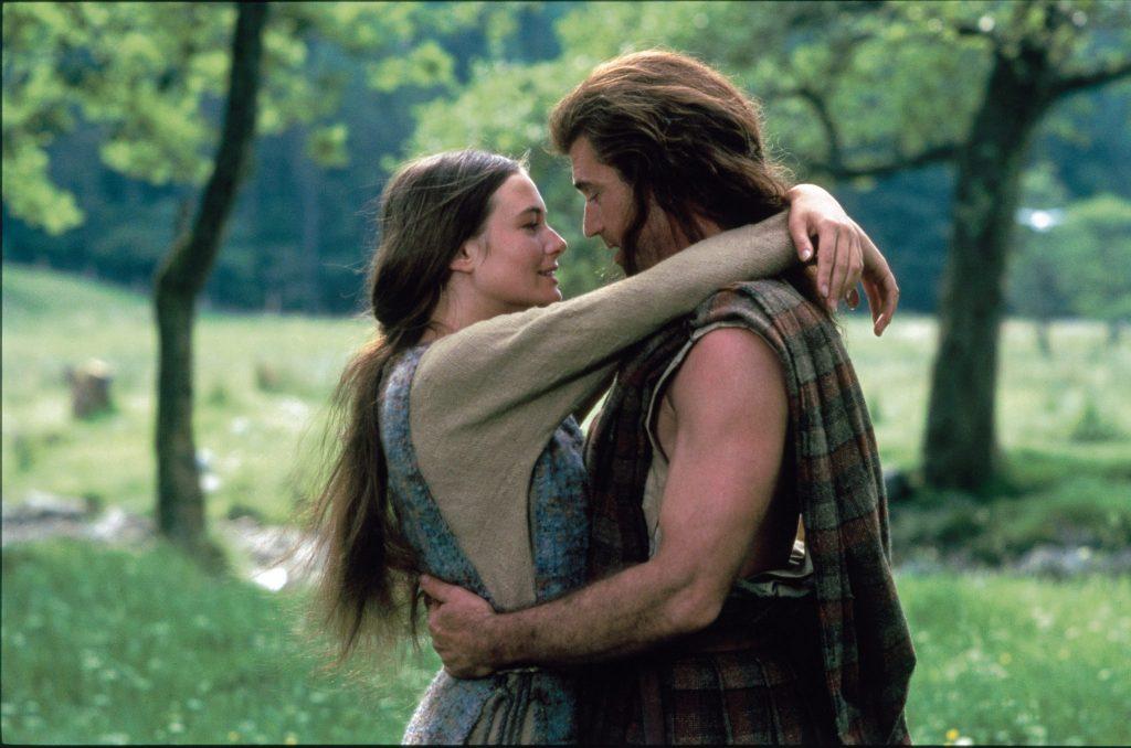 William Wallace (Mel Gibson) und seine große Liebe Murron (Catherine McCormack) umarmen sich in Braveheart © 20th Century Fox