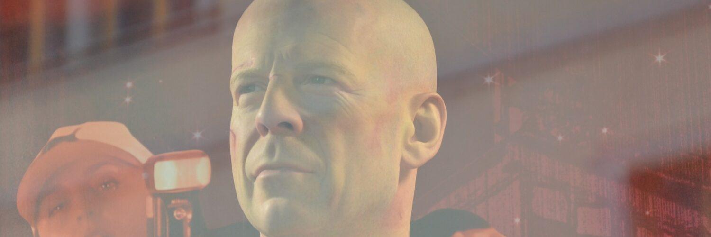 Bruce Willis in Stirb Langsam 5, am linken Rand eine Fotographin mit Mütze und Kamera in der Hand