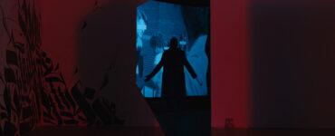 Die Silhouette des Candyman ist in einer Kunstgalerie zu sehen