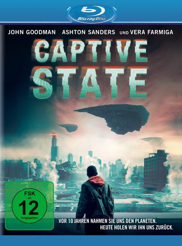 Das Cover der Blu-ray von Captive State zeigt Gabriel Drummond, gespielt von Ashton Sanders, vor dem Hintergrund der zerstörten Stadt, über der wie Felsbrocken aussehende Raumschiffe schweben.