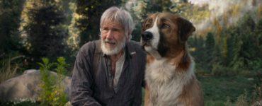 """Thornton und Buck sitzen gemeinsam in der Natur in """"Ruf der Wildnis"""""""