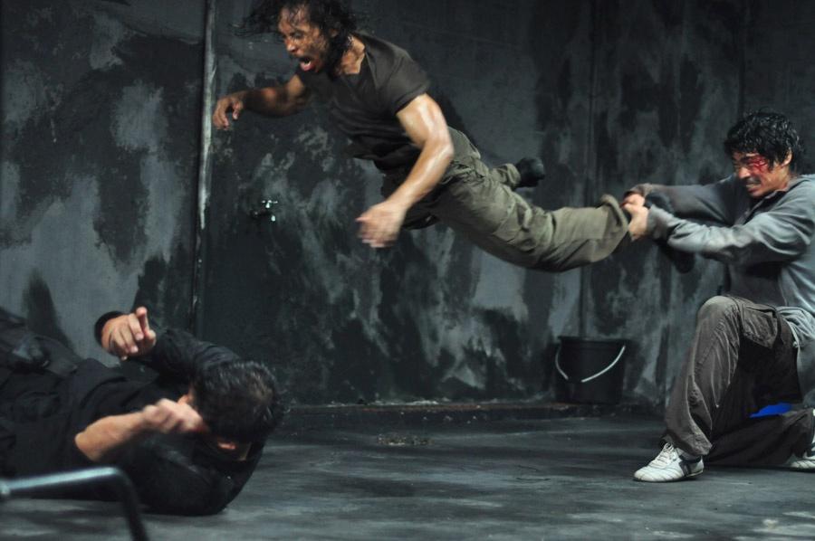Rama und Andi kämpfen gemeinsam gegen Mad Dog in The Raid