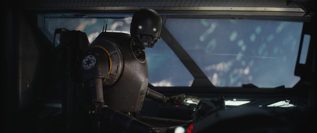 """Glückwunsch, du wirst gerade gerettet. Bitte leiste keinen Widerstand."" Alan Tudyk als sympatischer Droide und Begleiter K-2SO in Rogue One: A Star Wars Story. ©2015 Lucasfilm Ltd. & ™, All Rights Reserved."