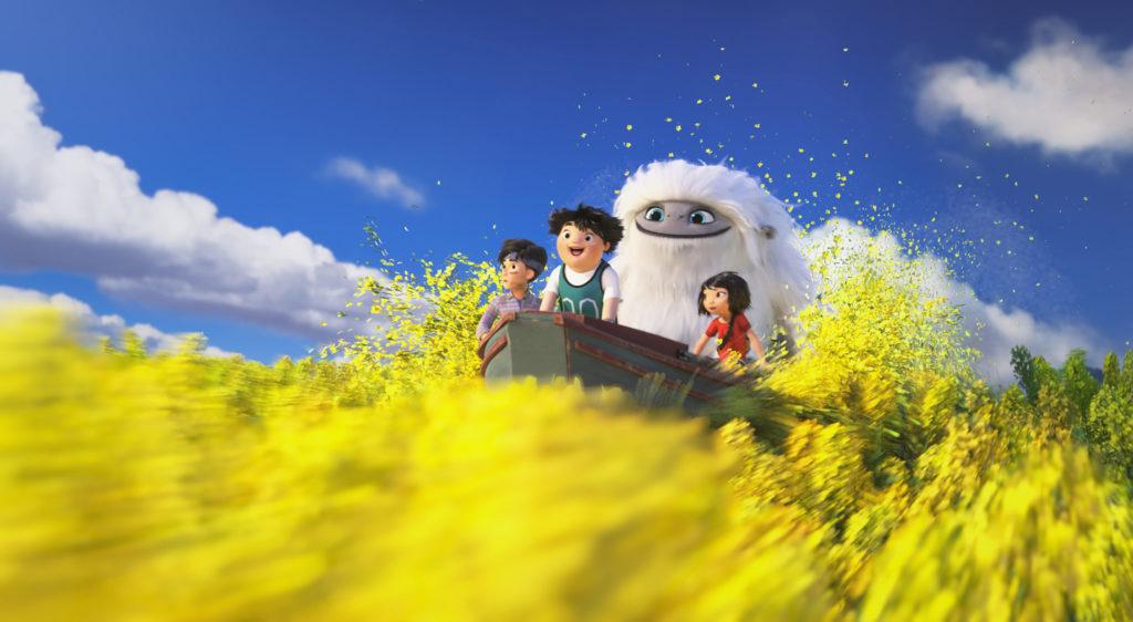 Yi, Everest, Jin und Peng fahren mit einem Boot auf einem Blütenmeer, Everest - Ein Yeti will hoch hinaus © Universal Pictures Germany