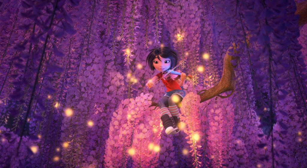 Yi sitzt in einem Baum und spielt Geige