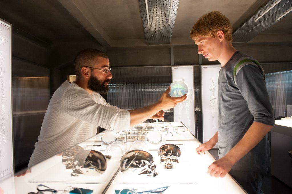 """Doomhall Gleeson und Oscar Isaac in """"Ex Machina"""